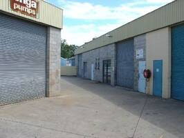 INDUSTRIAL UNIT WITH TOILET & SHOWER  PLUS FENCED HARDSTAND - CABOOLTURE